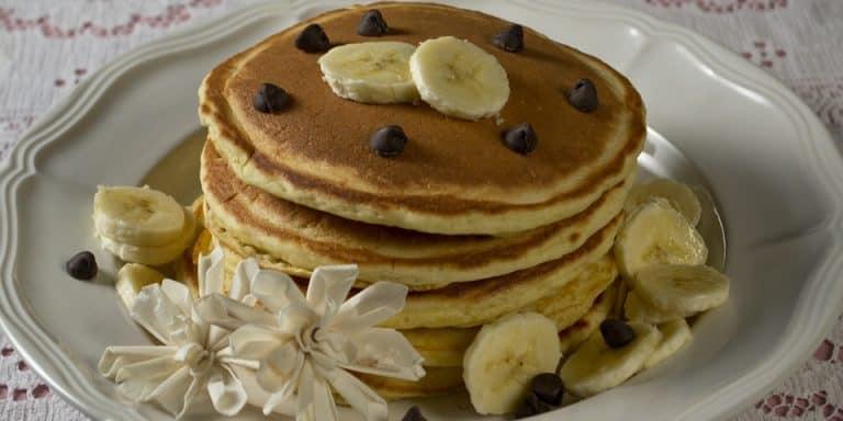 Pancakes mit Bananenscheiben