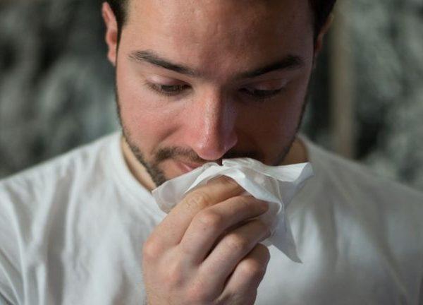 Von einer kleinen Erkältung bis hin zu einer starken viralen Infektion – dein Immunsystem schützt dich tagtäglich vor zahlreichen Krankheitserregern. Daher spielt ein starkes Immunsystem eine wichtige Rolle für einen gesunden Lebensstil. <br /></noscript>(Bildquelle: Brittany Colette / Unsplash)