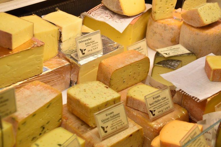 Verschiedene Käsesorten helfen bei Calcium Mangel